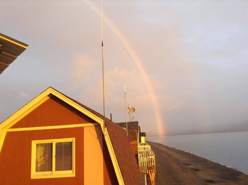 Es un arco iris doble :-) Foto tomada desde la cubierta. Hay glaciares ahí detrás de la niebla.