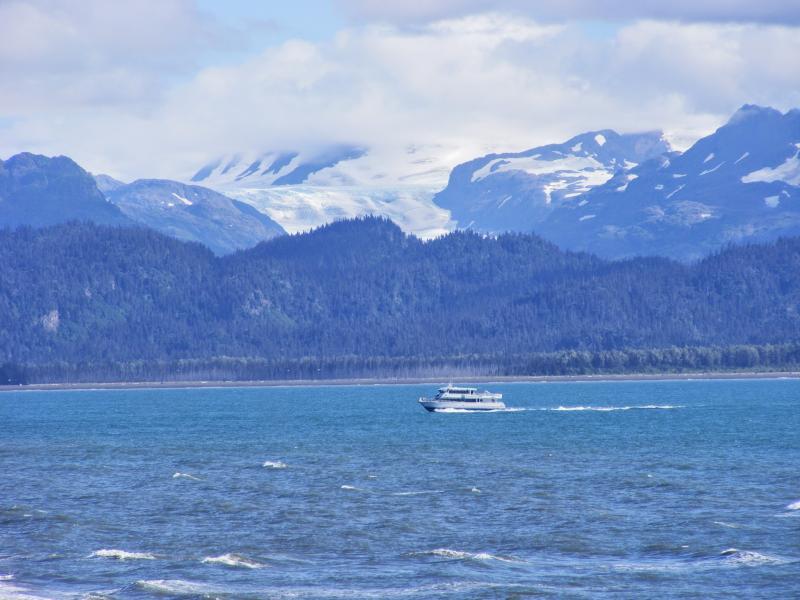 Nave de 'Del mundo Deadliest Catch' dirigirse hacia fuera. Foto tomada desde la ventana de la sala de oceanside.