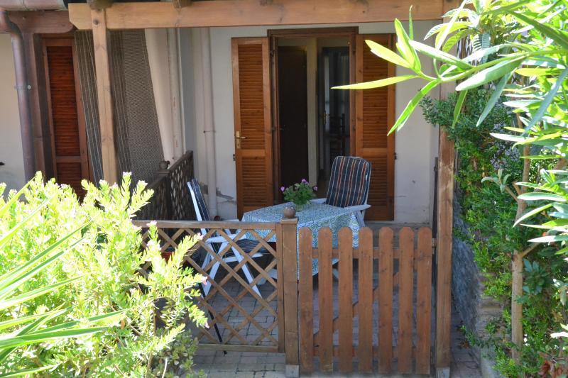 Casa vacanza a Stintino, due camere letto, ampio salone, carina e funzionale