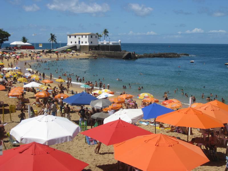 Porta da Barra Beach, just two blocks from apartment