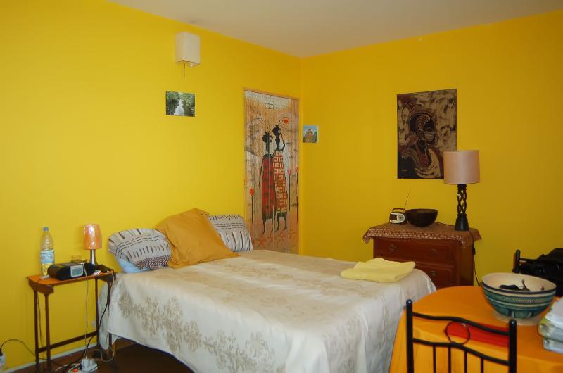 Ker Erminia yellow room, aluguéis de temporada em Região de Dakar