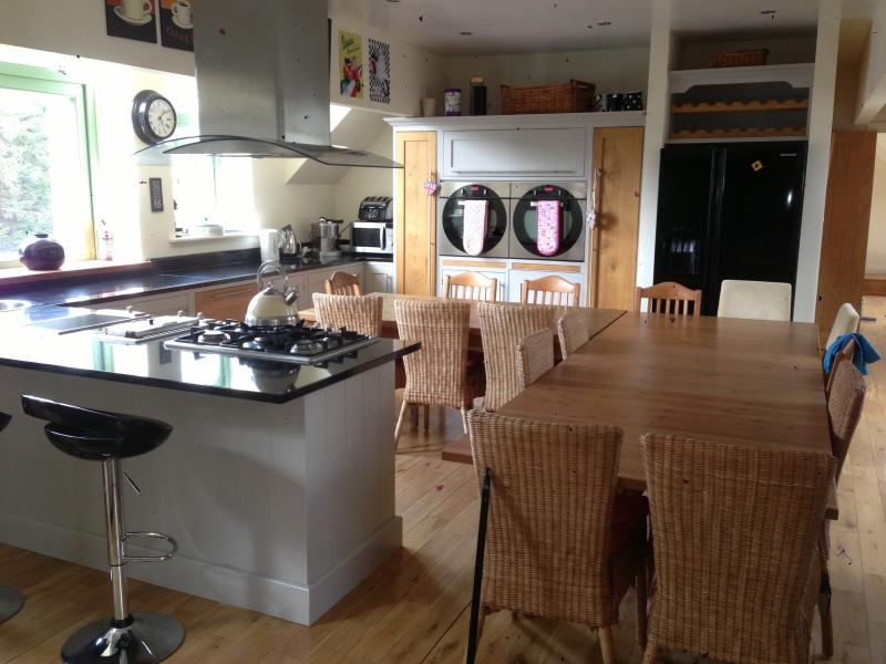 Seats 18 in the open plan kitchen and lounge