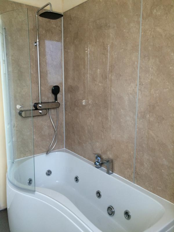 Family Bathroom (whirlpool bath and drench shower)