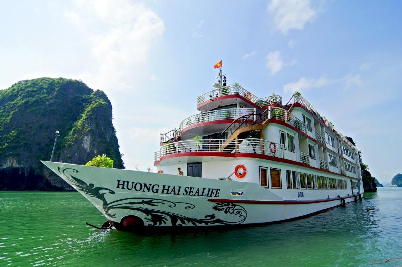 Huong Hai Sealife Cruise, vacation rental in Halong Bay