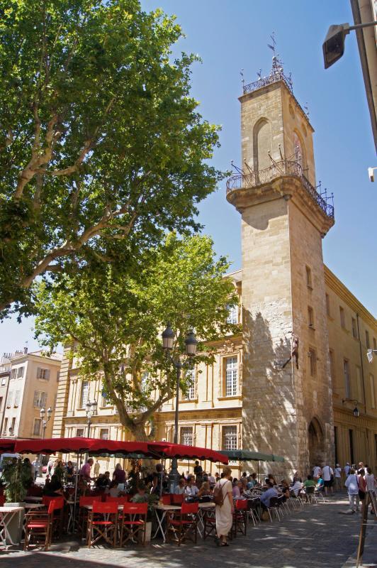O centro de Aix-en-Provence, de dia e de noite.