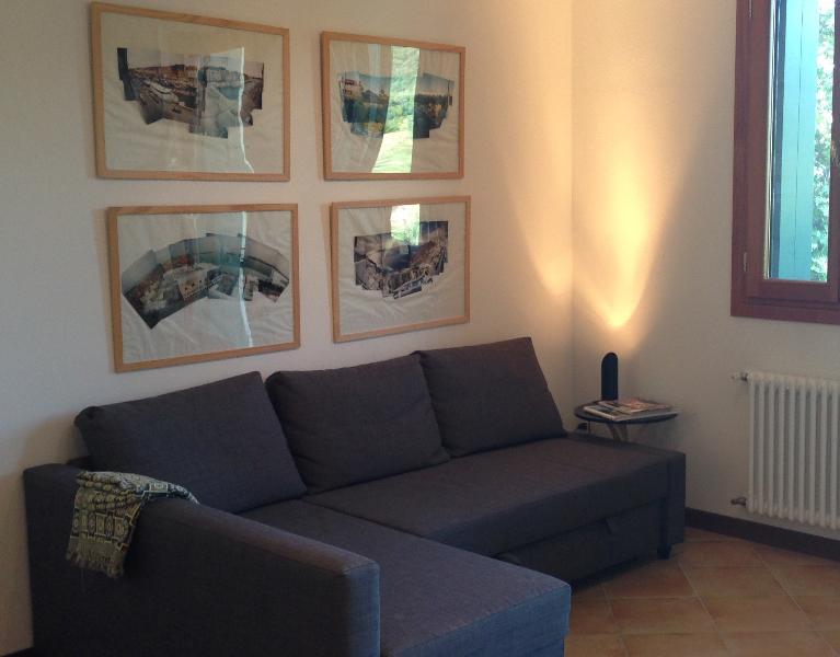 Den Flachbildschirm TV/DVD vom Sofa zu sehen, in der lounge