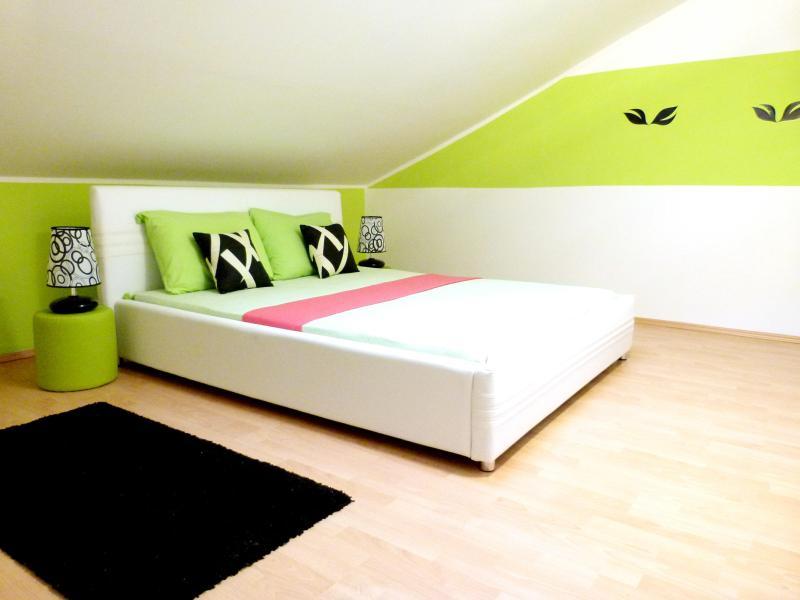 Bedroom 1 - wake up & shine!