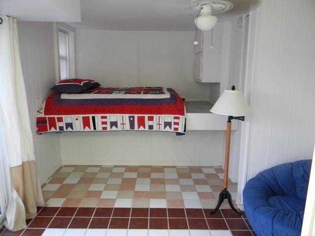 Chão chão Quarto Queen cama plataforma e poltrona sofá cama