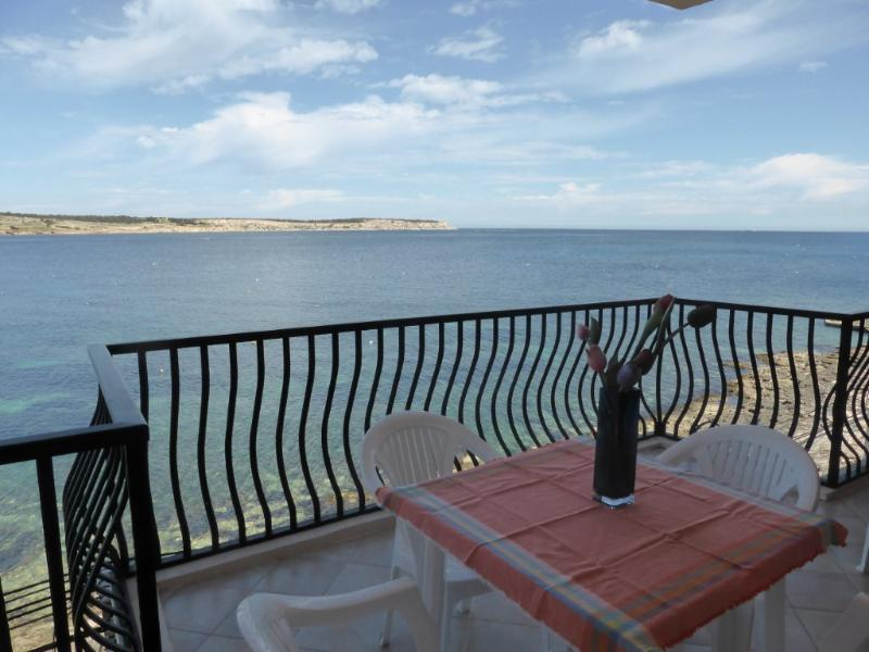 Apartment with superb views of Mellieha Bay, vakantiewoning in Mellieha