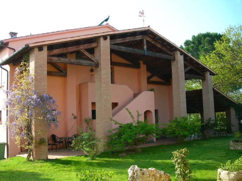 Appartamento LEONARDO Nell 'Agriturismo TRERE', holiday rental in Dozza