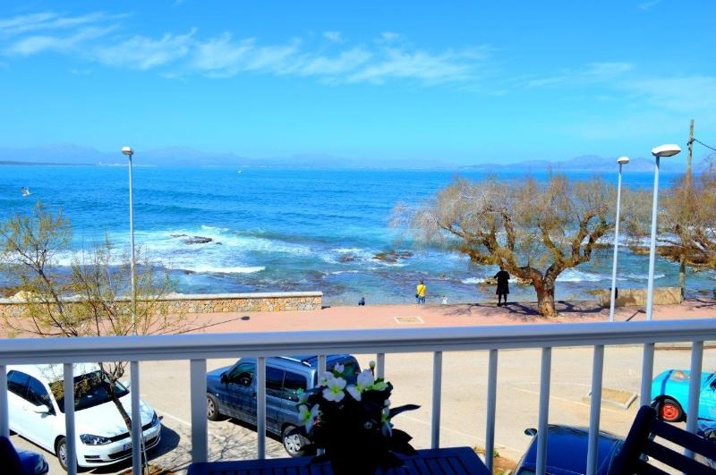 NICE FIRST LINE APARTMENT THREE BEDROOMS, holiday rental in Colonia de Sant Pere