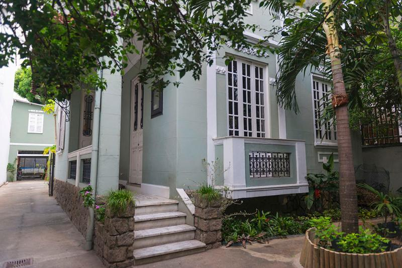 Beautiful 1920 style 5 bedroom and big yard, holiday rental in Rio de Janeiro