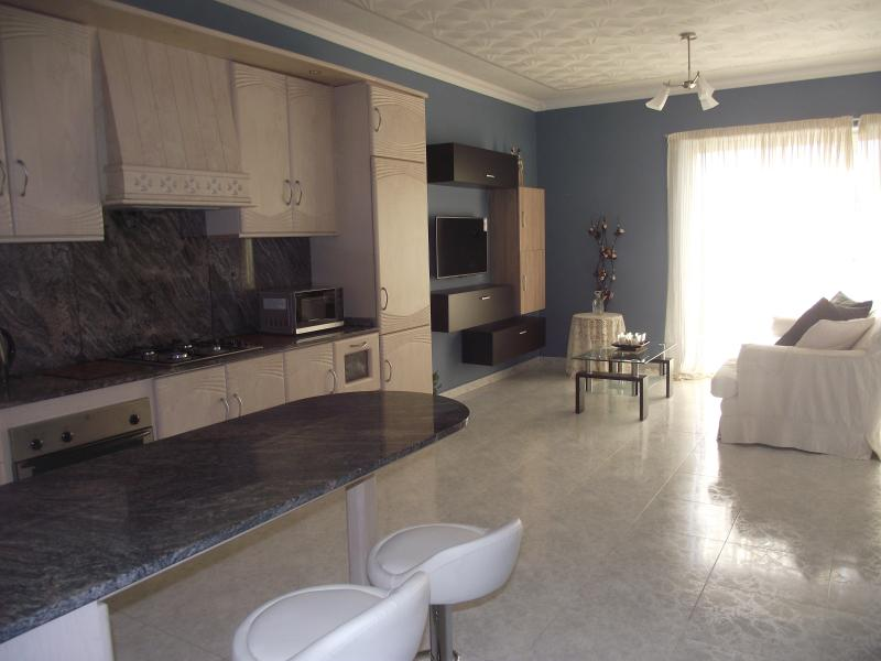 Newly Luxurious Self-Catering Apartment, holiday rental in Qawra
