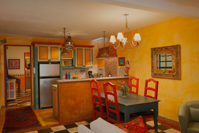 Casa Caramba--La Sirena with Artful Details, holiday rental in Guanajuato