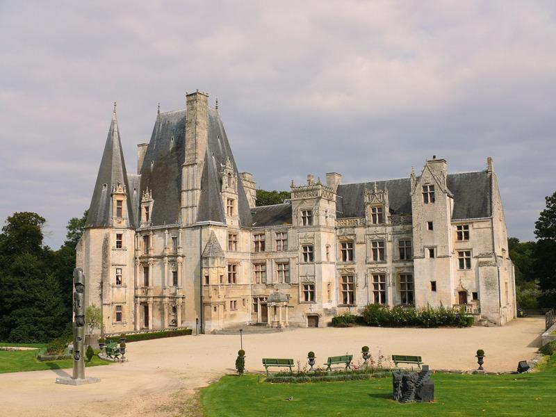 Fontaine-Henri castle