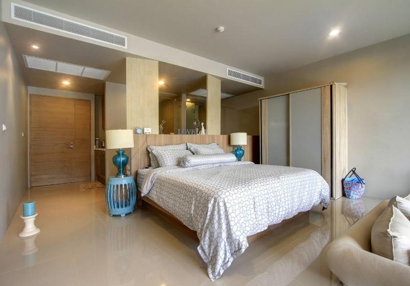 Luxury apartment with POOL access in Karon, Ferienwohnung in Karon