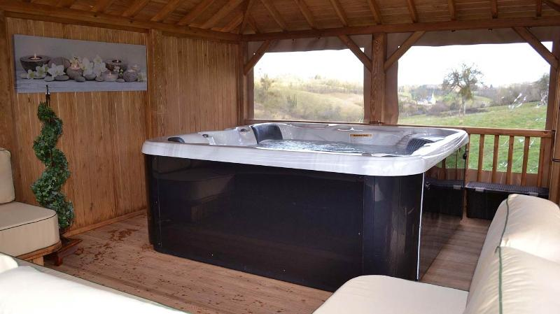 included in our prices : one hour private access to the hot-tub