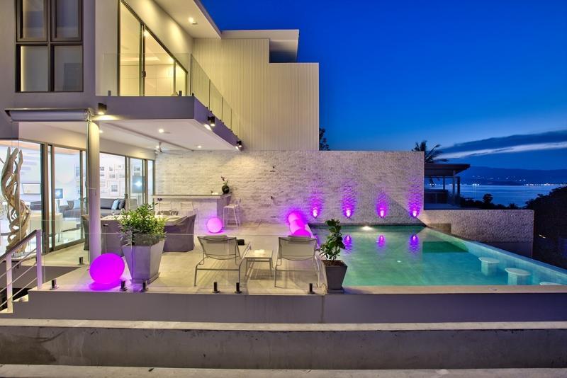 NEW_VILLA 'LATITUDE 9' - 200m Walk to Samrong Bay Beach, alquiler vacacional en Plai Laem