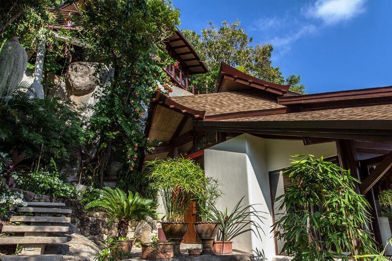 Residencia privada que con éxito, difumina las líneas entre arquitectura y naturaleza.