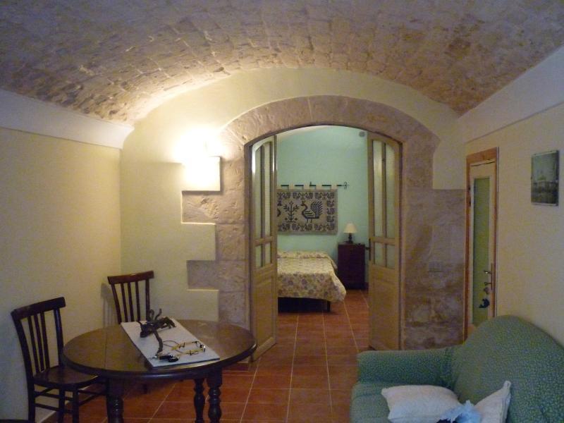 casa Cossu nel cuore del centro storico di Sorso, holiday rental in Sennori