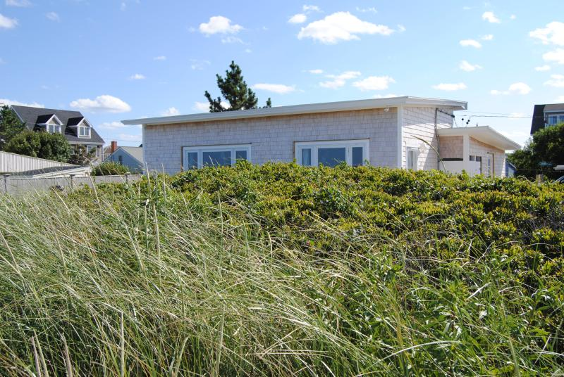 REXHAME BEACH, MARSHFIELD, MA  OCEANFRONT BUNGALOW, holiday rental in Marshfield