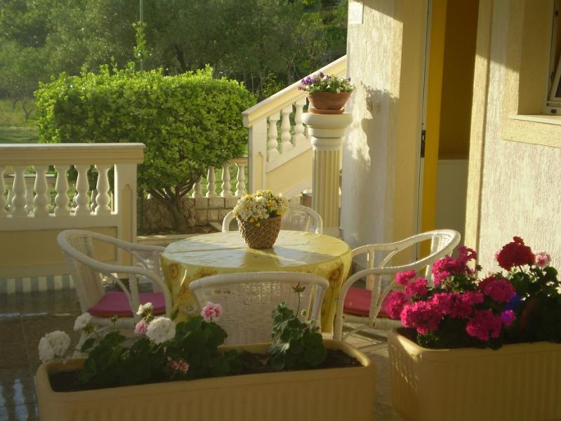 A3(3+1): terrace