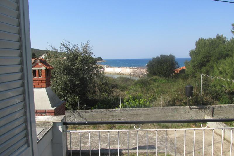 H(4+2): terrace view