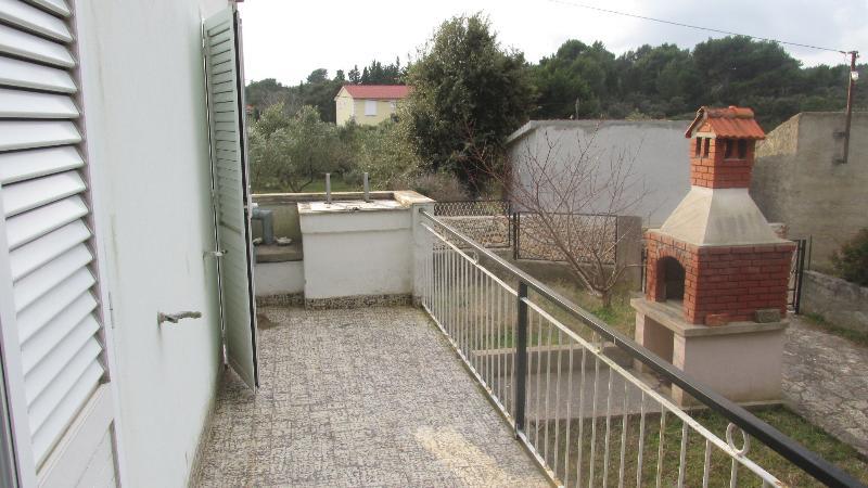 H(4+2): terrace