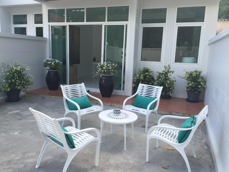 Cozy Terrace House Phuket, vacation rental in Talat Nuea