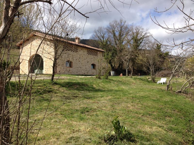 Private Elegant Zen Cottage in Siena Tuscany, Ferienwohnung in Sovicille