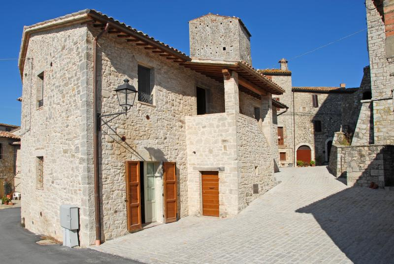 RESIDENCE IZZALINI, TODI UMBRIA Tradition and Hospitality   CASA ELISA