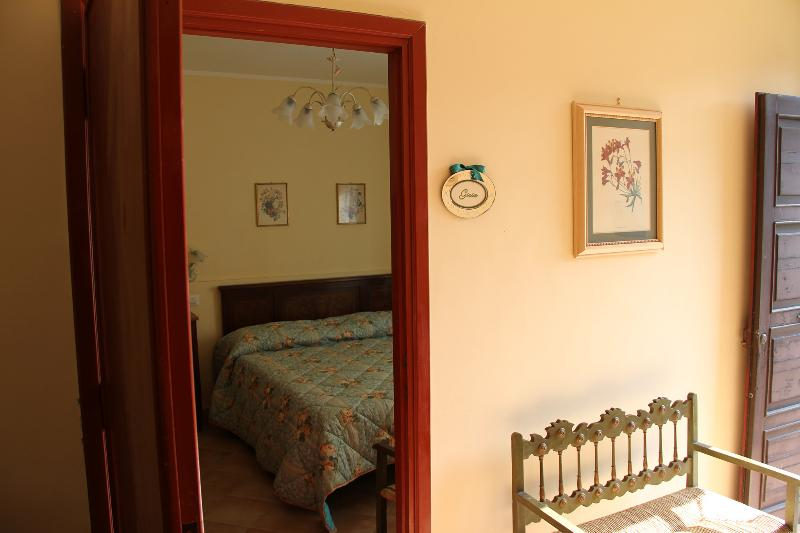 Villa Meonia B&B camera Gioia, vacation rental in Attigliano