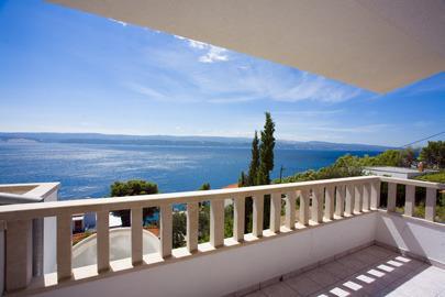 balcon avec vue sur la mer Stanici Omis Dalmatie Croatie