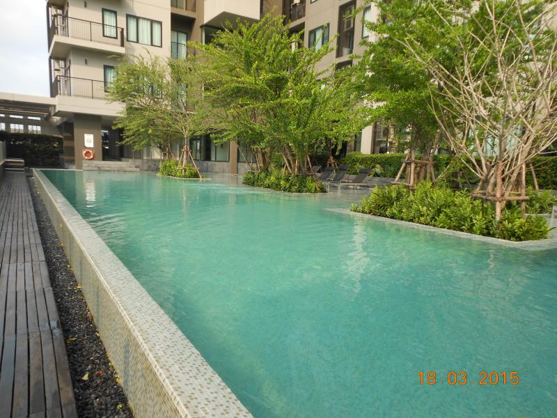 Perhaps the best pool you find in Bangkok, it's huge