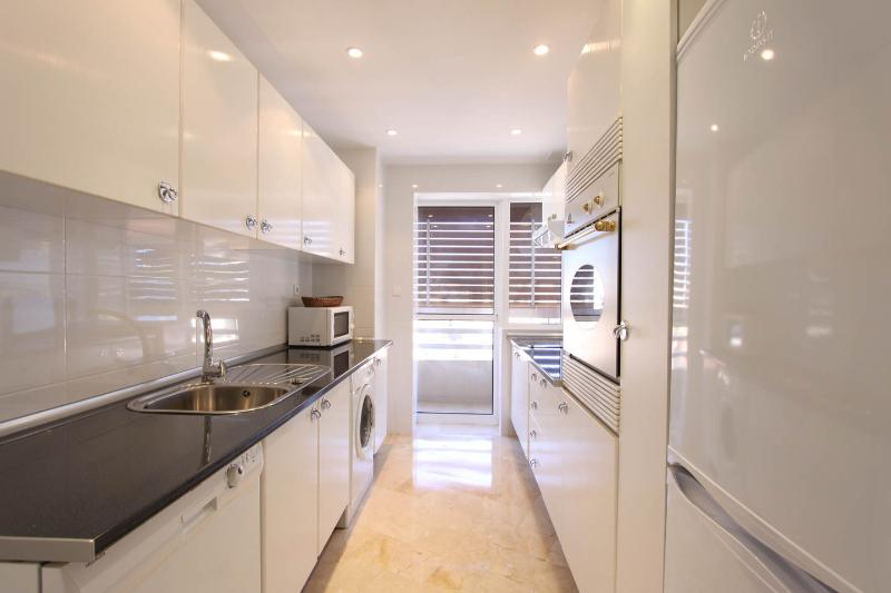 Well equipped kitchen with sliding door to balcony