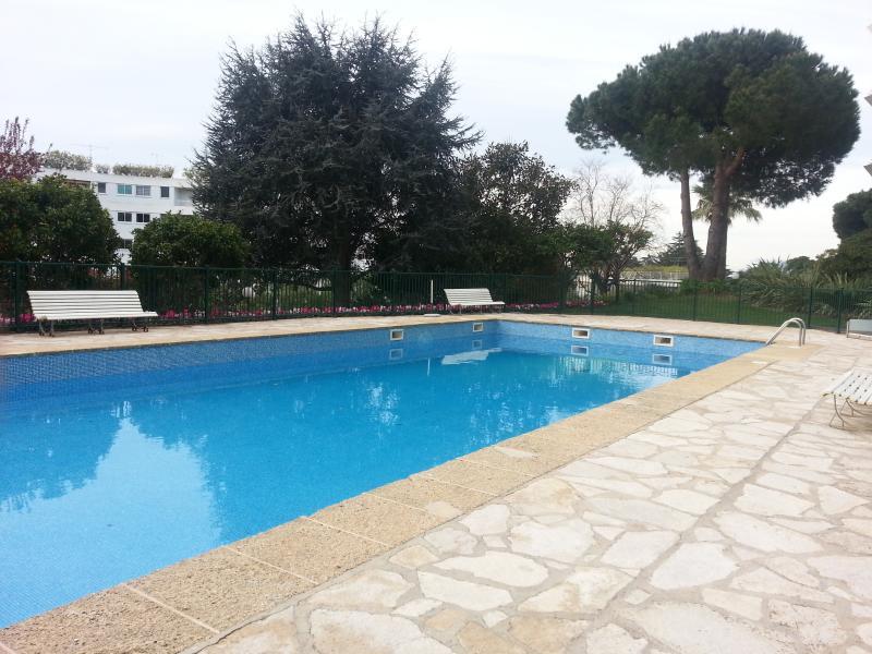 piscine  privée au domaine  acces 1 minute à pied