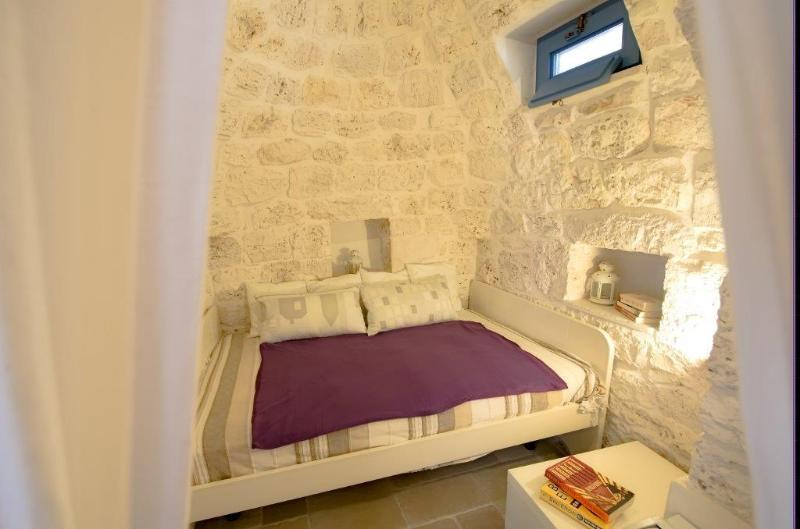 Sleeping alcove off main living space - popular with children