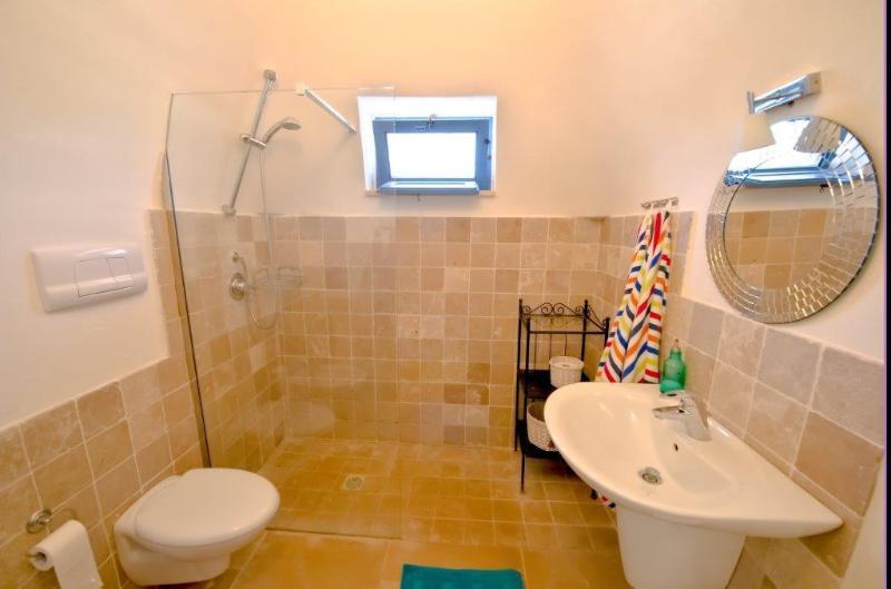 Bathroom ensuite to main double room