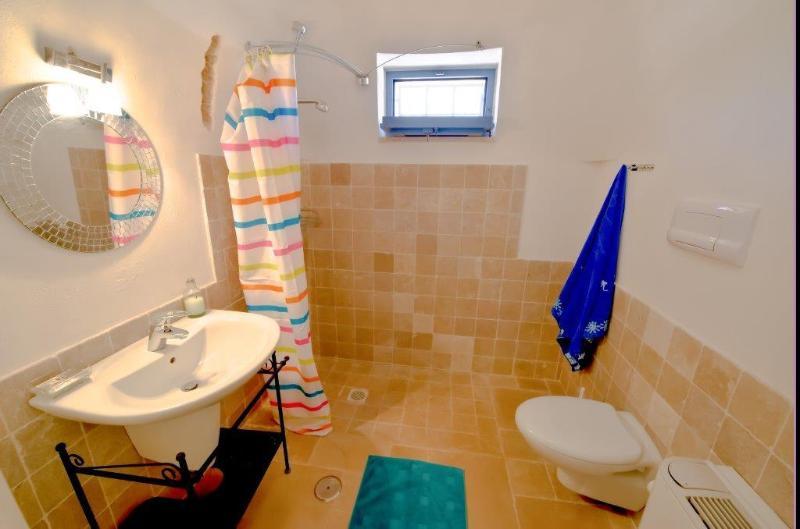 3 ° baño accesible para sillas de ruedas
