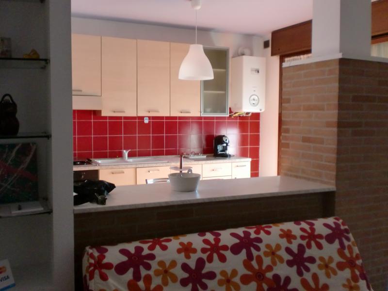 cucina e divano letto 2 posti