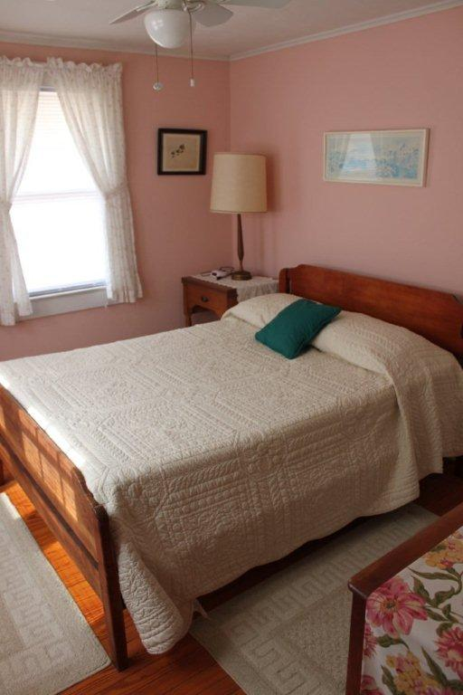 Een van de vier slaapkamers boven