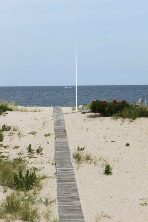 Lopen de terug-deur naar uw eigen prive-strand
