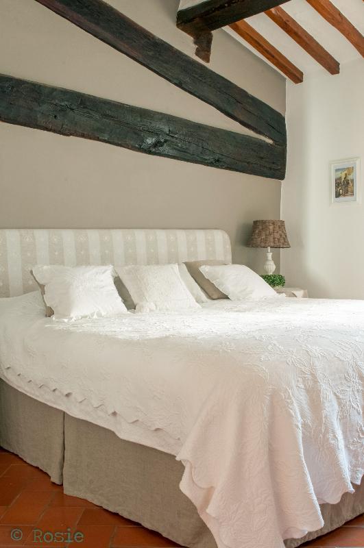 Bedroom with mezzanine de vide