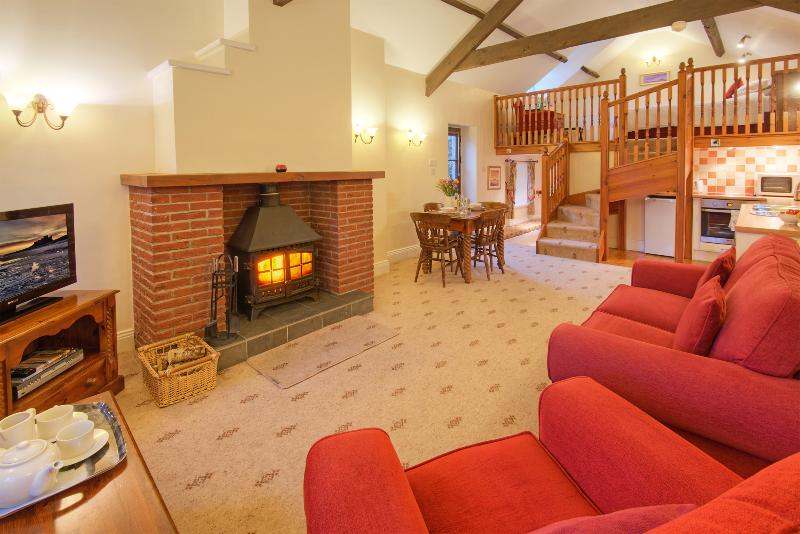 Rose Cottages - Hayloft, Stable & Old Barn, Ferienwohnung in Alnwick