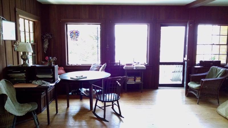 Speltafel en uitzicht vanuit de woonkamer