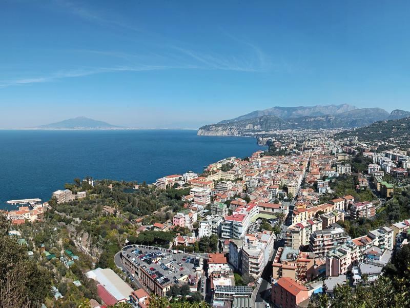 Vista de Sorrento Golfo de Nápoles y al Monte Vesubio