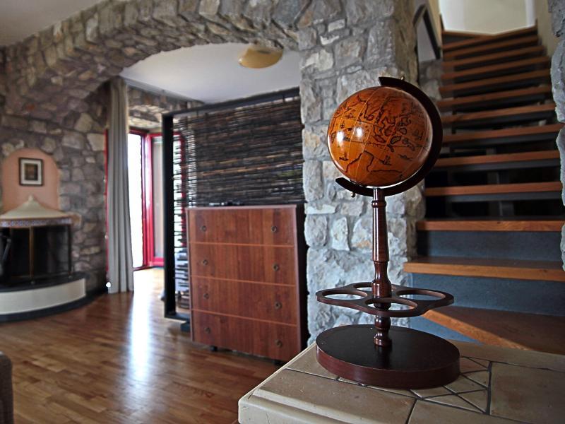 Escaleras del salón a la cocina