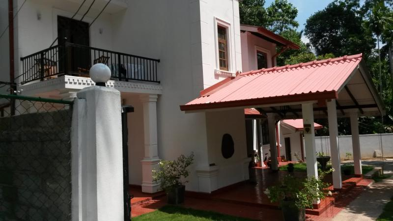 Isuru Hansi Villa, holiday rental in Pamunugama