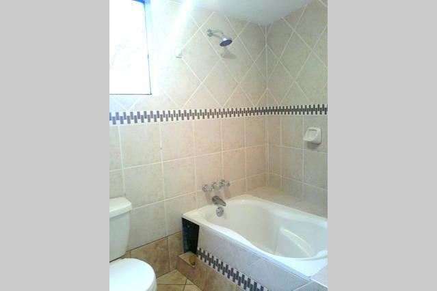 private bath master bedroom I °