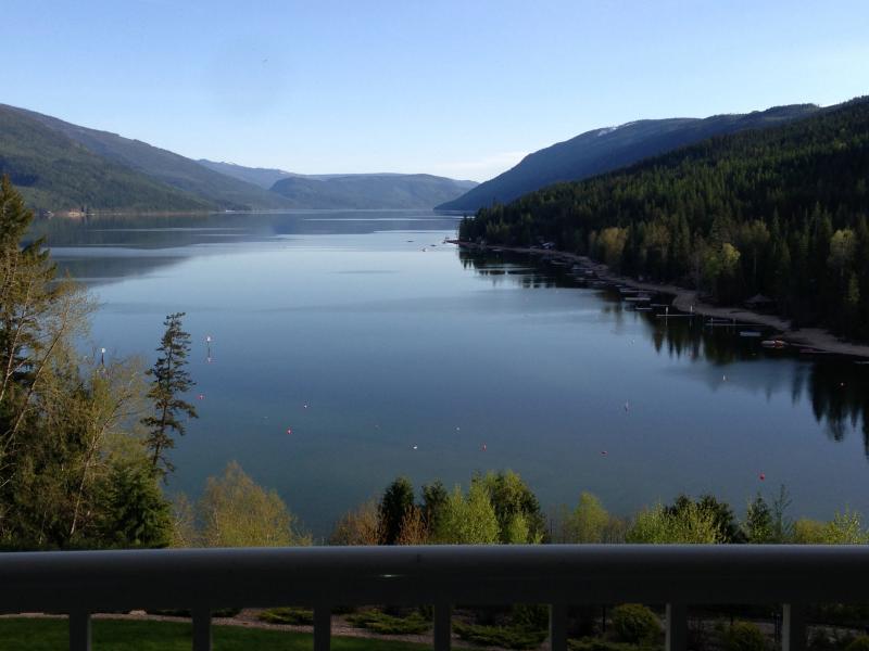 Hermoso lago Mabel.  32 millas de largo.  Fantástico esquí acuático lago, pesca, canotaje etc..